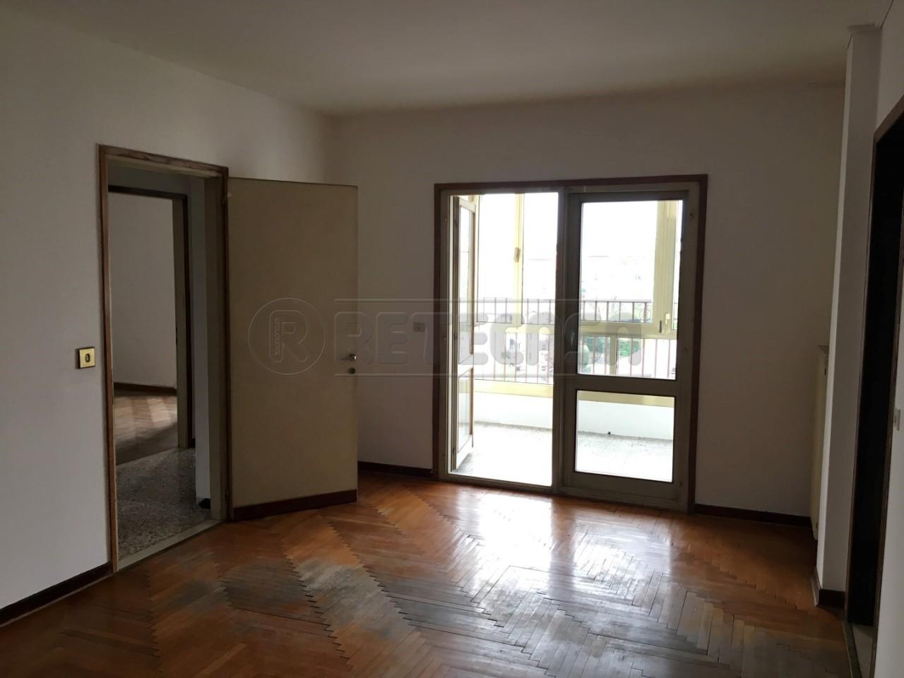 Appartamento in vendita a Belluno, 8 locali, prezzo € 138.000 | Cambio Casa.it