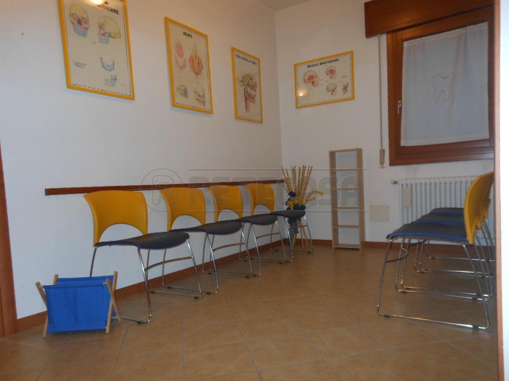 Ufficio / Studio in affitto a Bassano del Grappa, 4 locali, prezzo € 700 | Cambio Casa.it