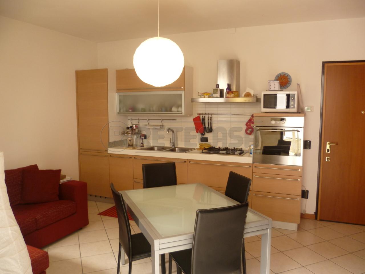Appartamento in vendita a Isola Vicentina, 5 locali, prezzo € 90.000 | Cambio Casa.it