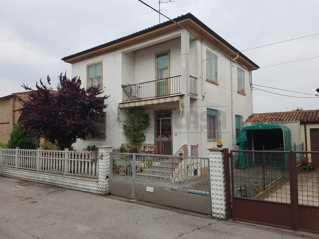 Villa in vendita a Bondeno, 7 locali, prezzo € 110.000   Cambio Casa.it