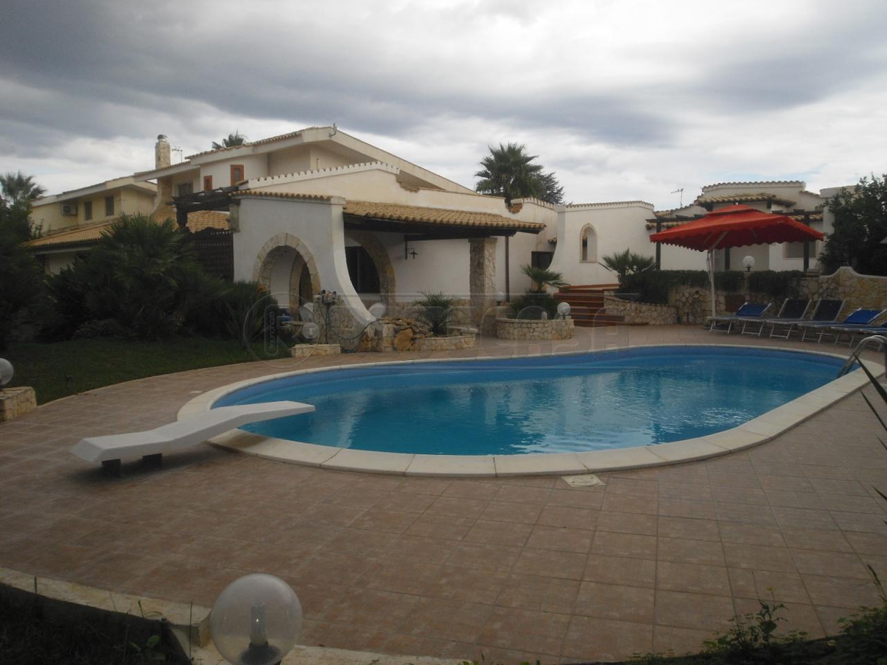 Villa in vendita a Siracusa, 10 locali, prezzo € 300.000 | Cambio Casa.it