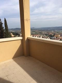 Appartamento in vendita a Osimo, 7 locali, prezzo € 140.000 | Cambio Casa.it