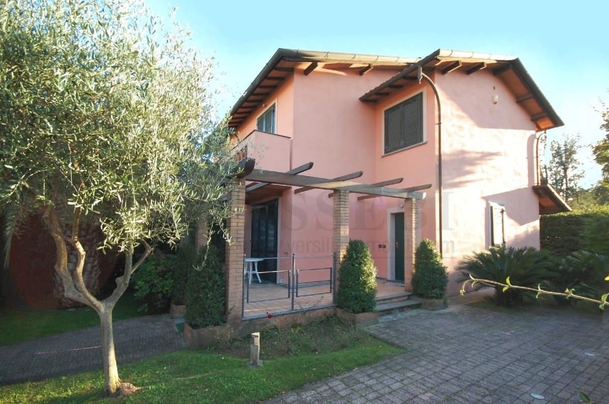 Soluzione Indipendente in vendita a Pietrasanta, 6 locali, prezzo € 670.000 | Cambio Casa.it