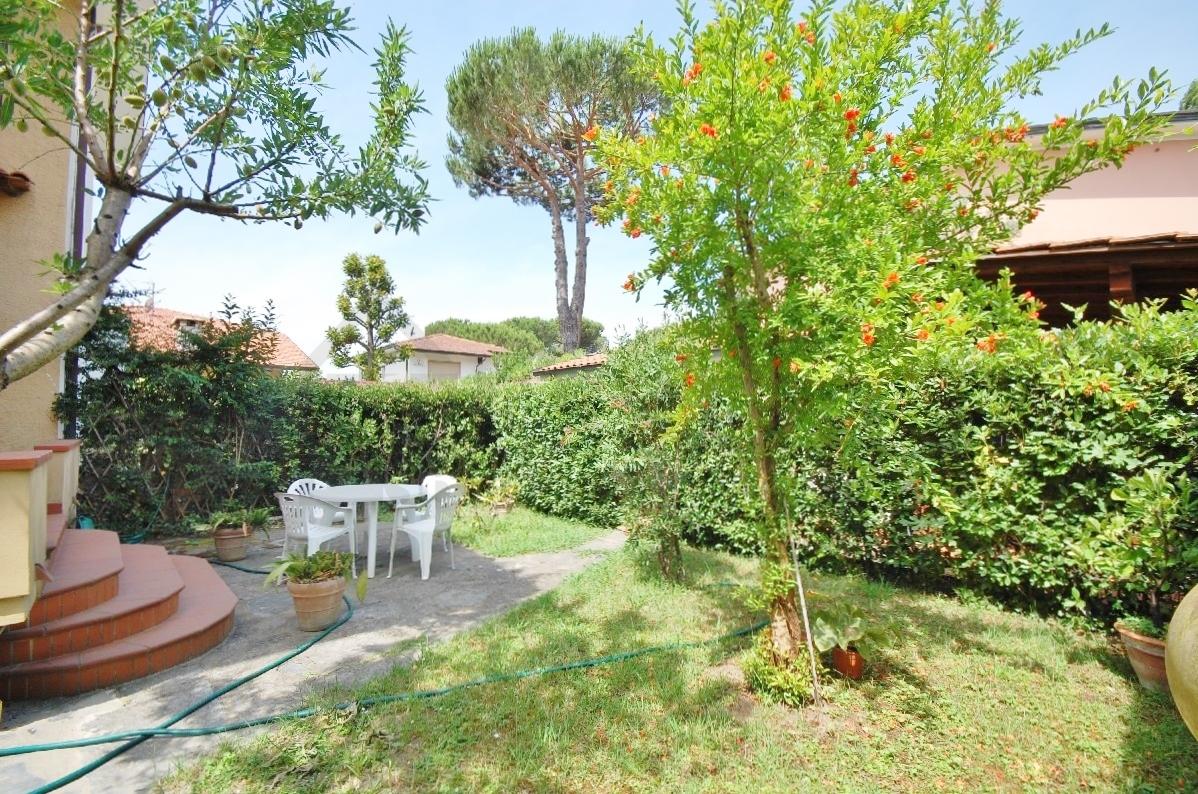 Soluzione Indipendente in vendita a Pietrasanta, 7 locali, prezzo € 470.000   Cambio Casa.it
