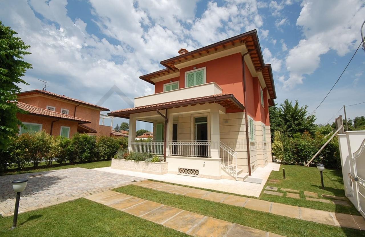 Codice wa15074 villa bifamiliare vendita a pietrasanta for Case moderne industriali in vendita