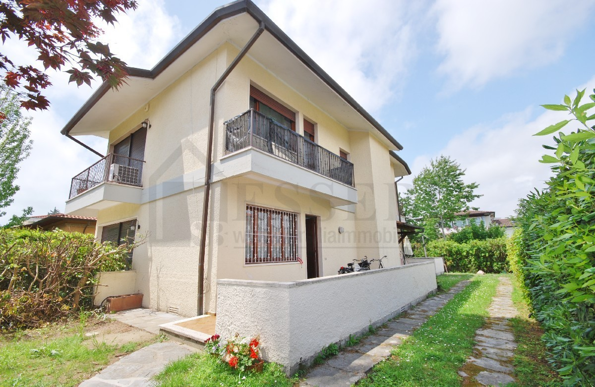 Soluzione Indipendente in vendita a Pietrasanta, 5 locali, prezzo € 490.000 | Cambio Casa.it