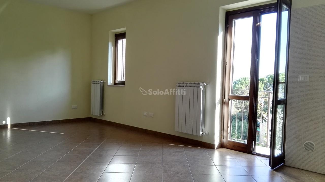 Appartamento in affitto a Città Sant'Angelo, 2 locali, prezzo € 350 | Cambio Casa.it
