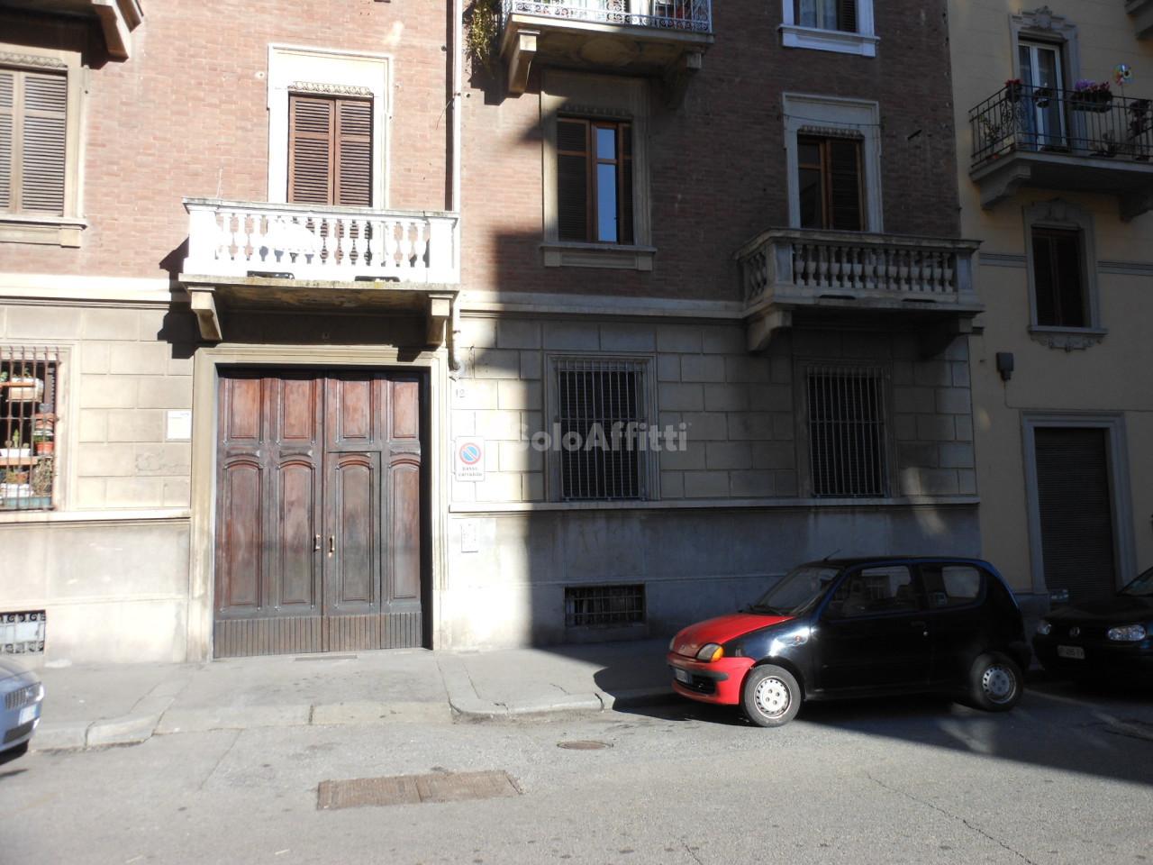 Bilocale affitto torino via portula 12 for Bilocale arredato torino