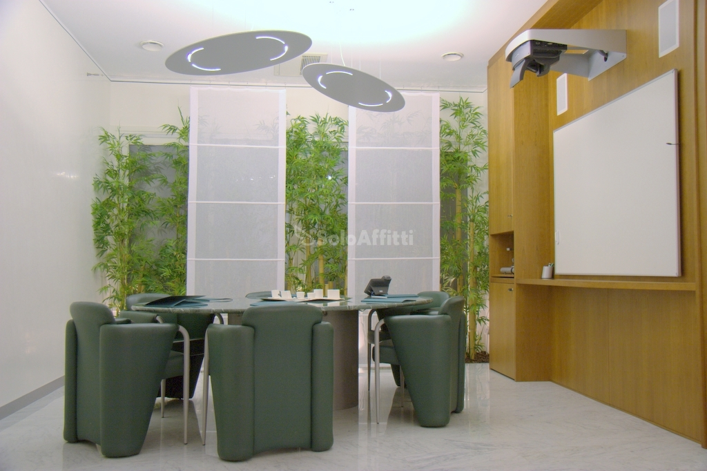 Ufficio diviso in ambienti/locali in affitto - 110 mq