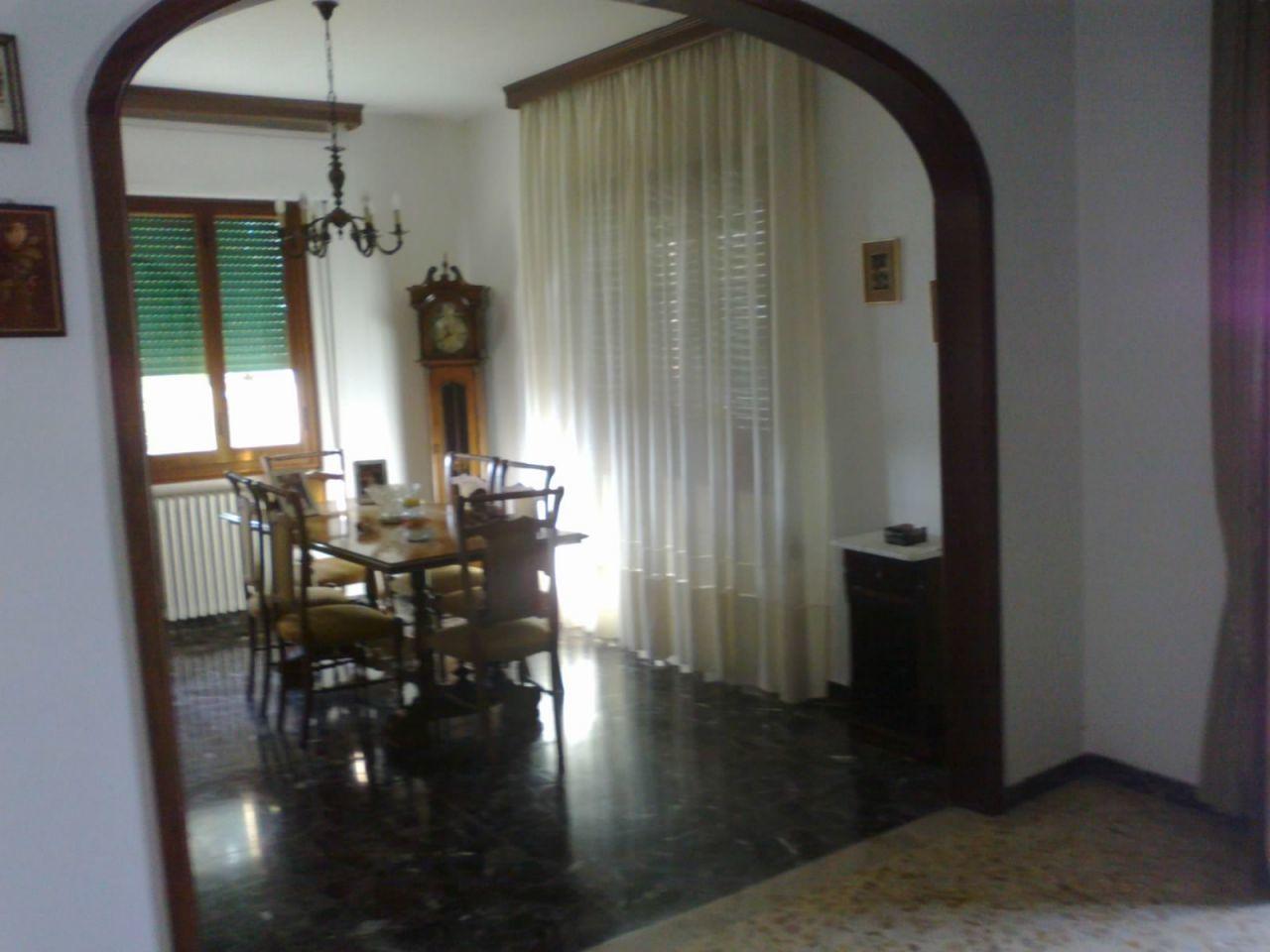 Casa indipendente 6 locali in vendita a Pieve a Nievole (PT)