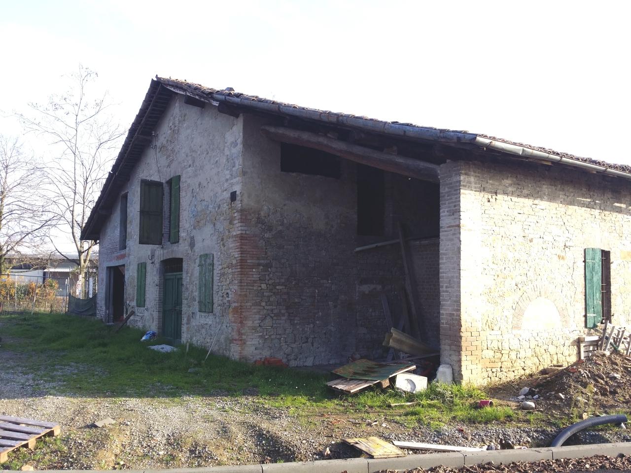 Rustico / Casale in Vendita a Parma