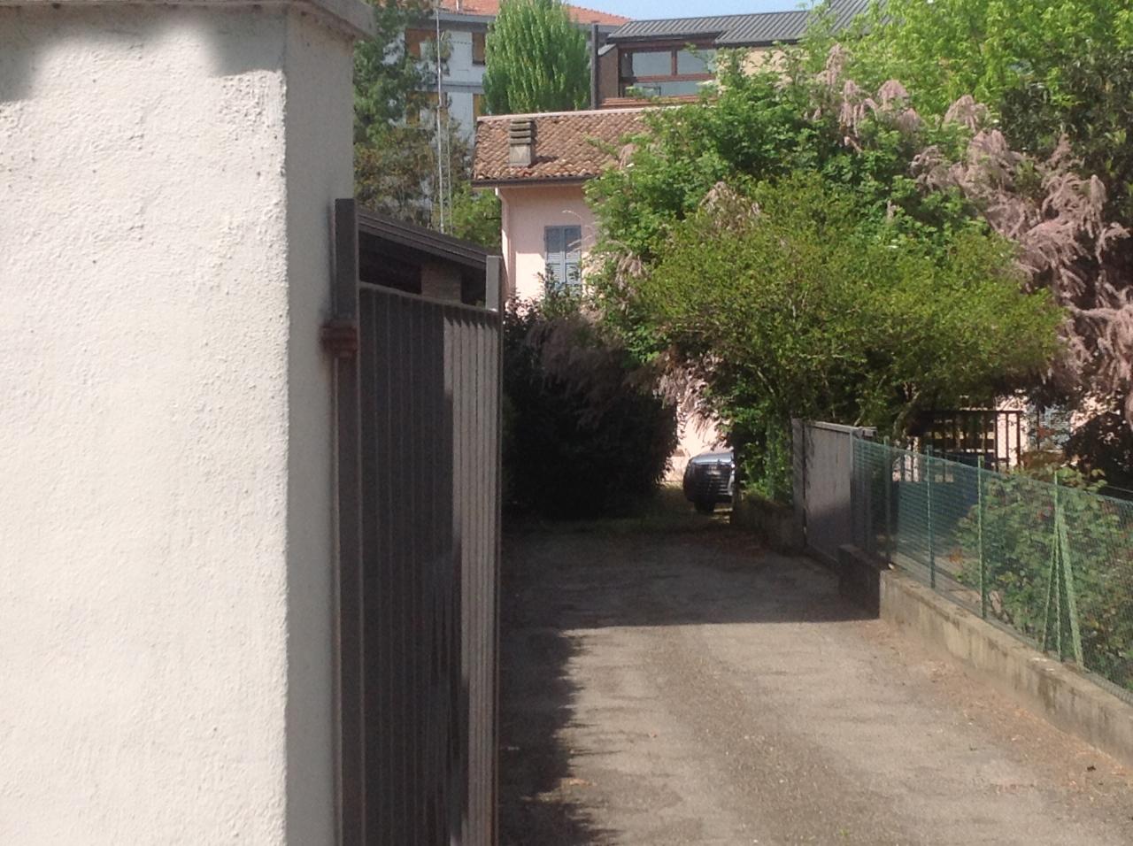 Soluzione Indipendente in vendita a Parma, 8 locali, prezzo € 370.000 | Cambio Casa.it