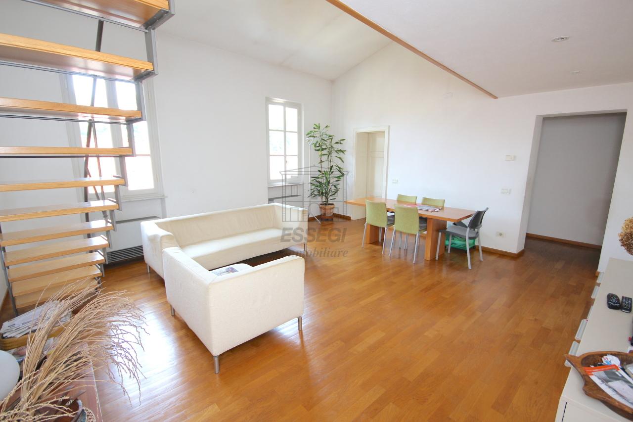 Appartamento in vendita a Lucca, 4 locali, prezzo € 440.000   Cambio Casa.it