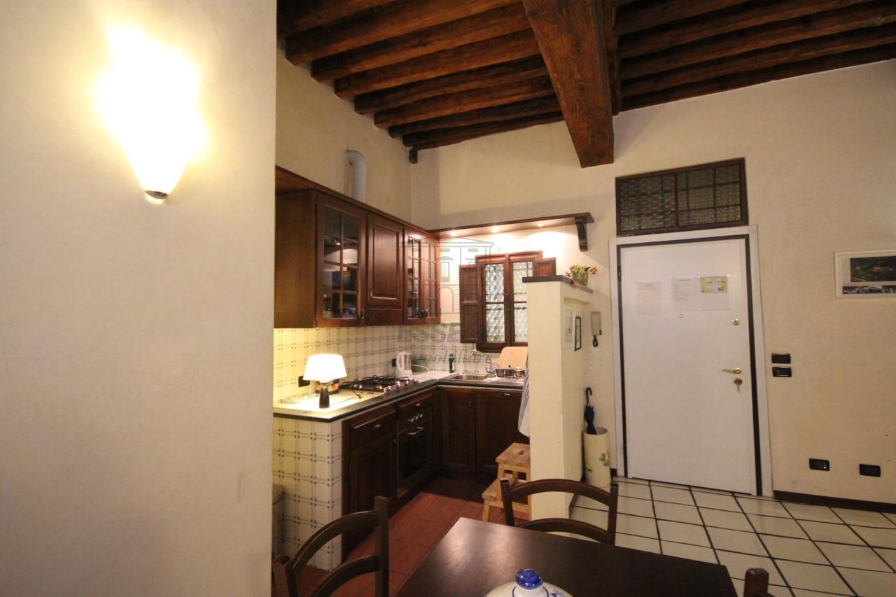 Appartamento Lucca Centro storico IA02948 img 5