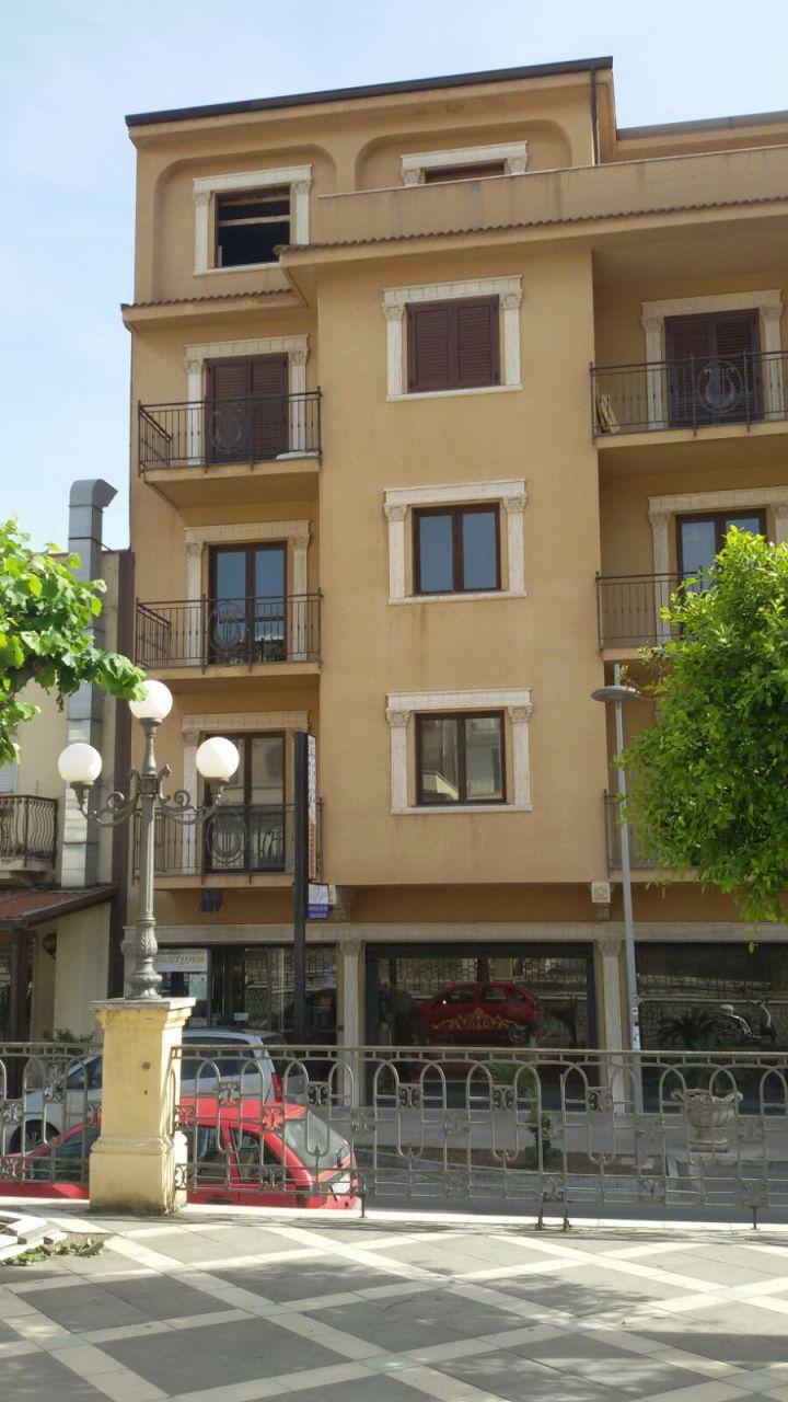 Appartamento in affitto a Melito di Porto Salvo, 5 locali, prezzo € 700 | Cambio Casa.it
