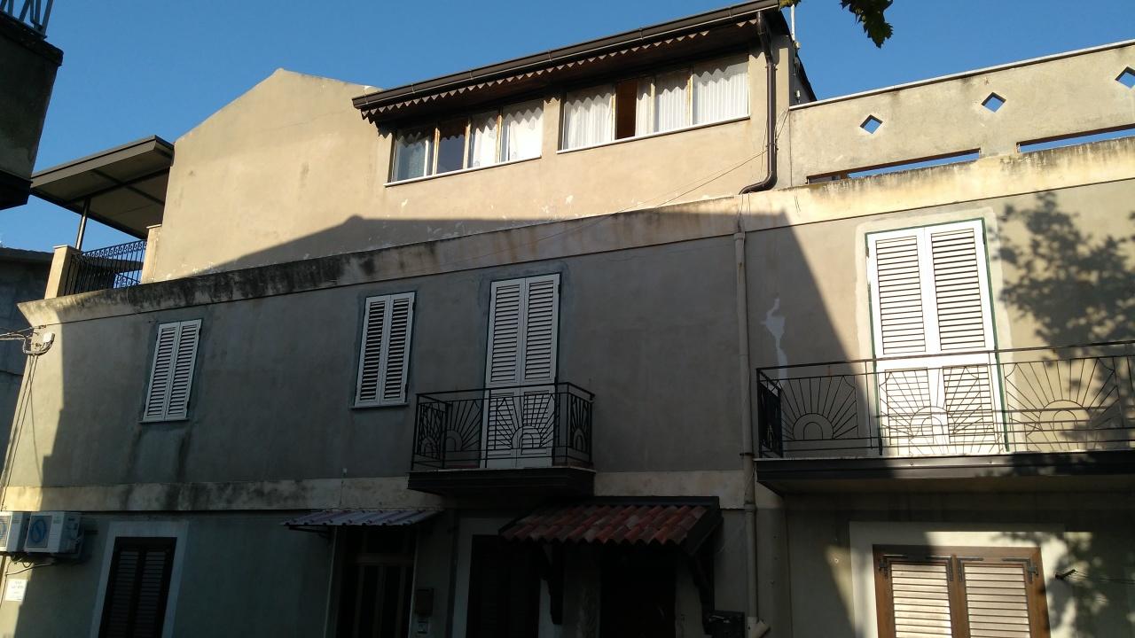 Soluzione Indipendente in affitto a Bova Marina, 6 locali, prezzo € 350 | CambioCasa.it