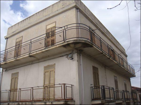Appartamento in vendita a Bova, 12 locali, prezzo € 260.000 | Cambio Casa.it