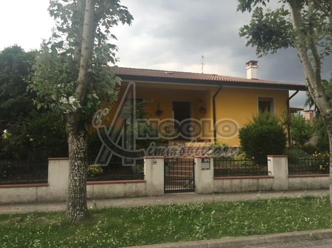 Soluzione Indipendente in vendita a Canaro, 8 locali, prezzo € 255.000 | Cambio Casa.it