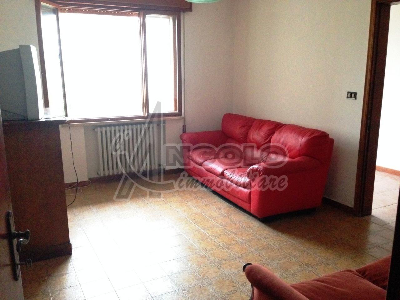 Villa a Schiera in vendita a Bagnolo di Po, 7 locali, prezzo € 98.000   Cambio Casa.it