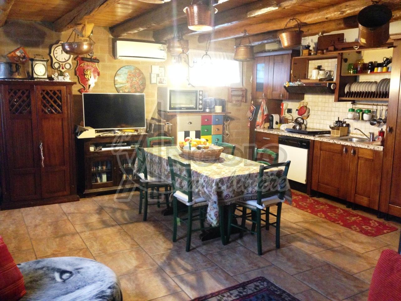 Rustico / Casale in vendita a Pincara, 8 locali, prezzo € 95.000 | Cambio Casa.it