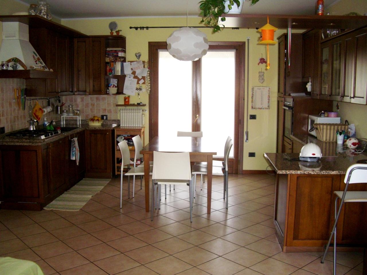 Soluzione Indipendente in vendita a Castelfranco Veneto, 7 locali, prezzo € 175.000 | CambioCasa.it