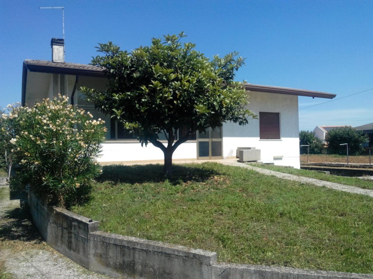 Soluzione Indipendente in vendita a Vedelago, 9 locali, prezzo € 190.000 | Cambio Casa.it
