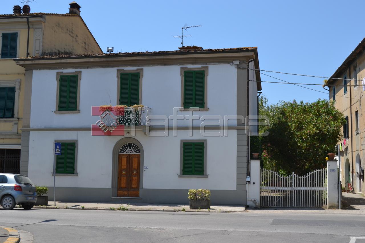 Villa in vendita a Capannoli, 9 locali, prezzo € 480.000 | CambioCasa.it