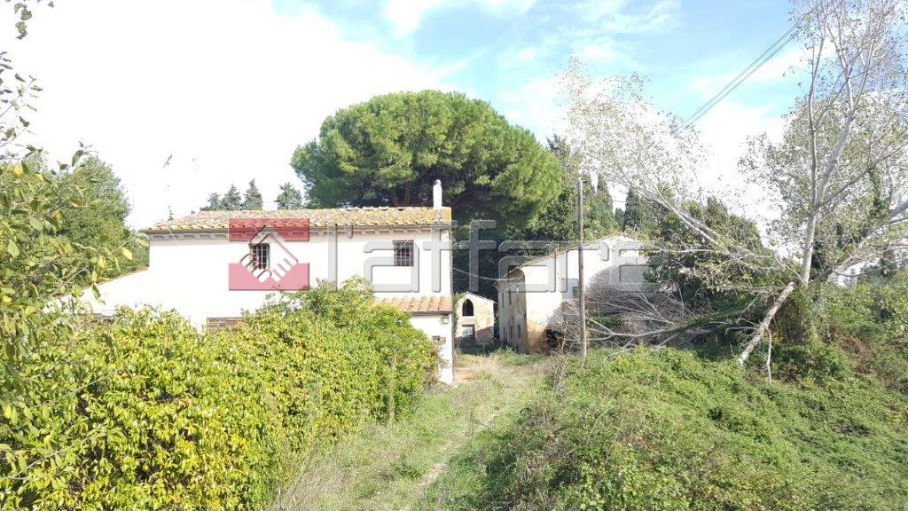 Rustico / Casale in vendita a Crespina Lorenzana, 20 locali, prezzo € 490.000 | CambioCasa.it