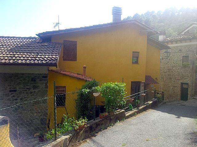 Soluzione Indipendente in vendita a Pescia, 5 locali, prezzo € 90.000 | CambioCasa.it
