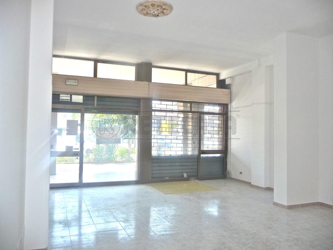 Negozio / Locale in affitto a Lecce, 2 locali, prezzo € 600 | Cambio Casa.it
