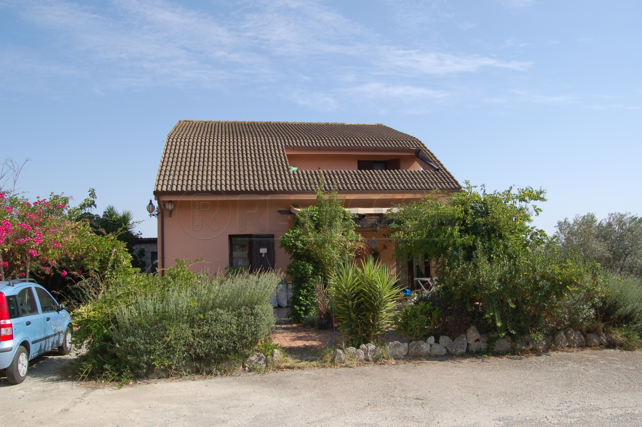 Villa unifamiliare in vendita - 450 mq