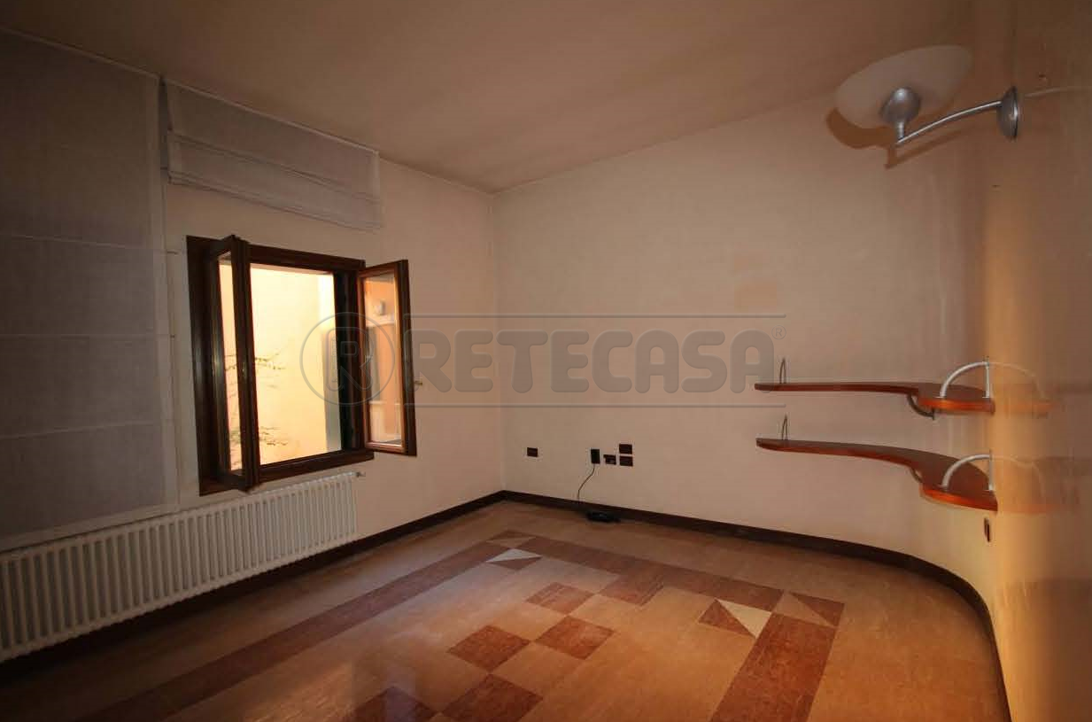 Ufficio / Studio in affitto a Bassano del Grappa, 5 locali, prezzo € 1.050 | Cambio Casa.it