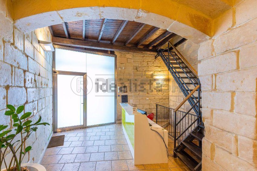 Ufficio / Studio in affitto a Lecce, 13 locali, prezzo € 1.500 | Cambio Casa.it