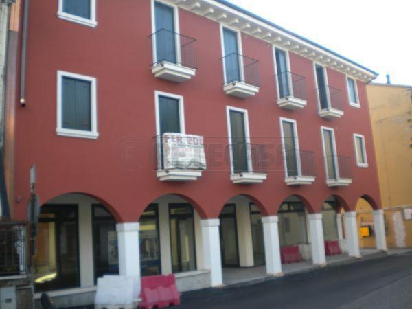 Negozio / Locale in vendita a Roncà, 9999 locali, prezzo € 175.000   Cambio Casa.it