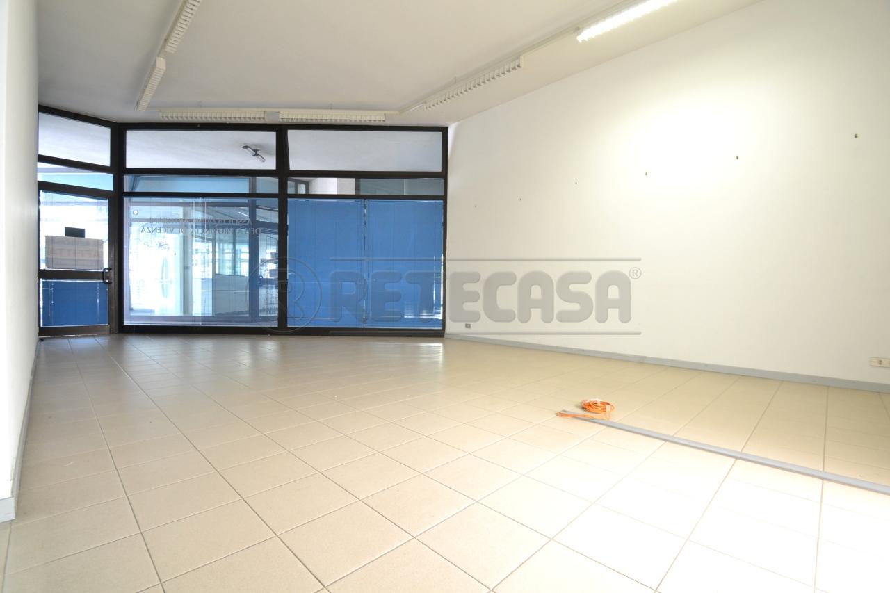 Negozio / Locale in affitto a Valdagno, 3 locali, prezzo € 380   Cambio Casa.it
