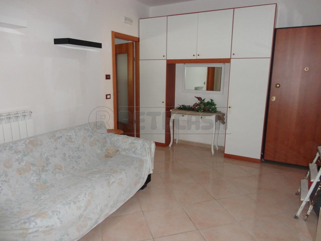 Appartamento in vendita a Catanzaro, 2 locali, prezzo € 400 | Cambio Casa.it