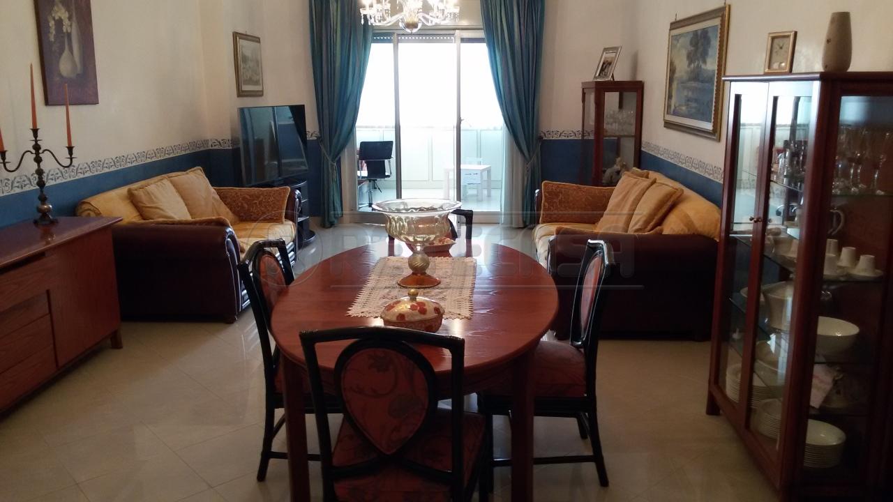 Appartamento in vendita a Siracusa, 5 locali, prezzo € 150.000 | Cambio Casa.it