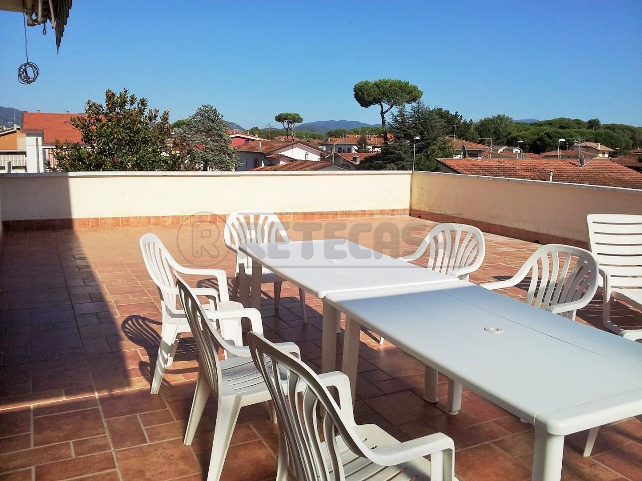 Appartamento in vendita a Viareggio, 5 locali, prezzo € 185.000 | Cambio Casa.it