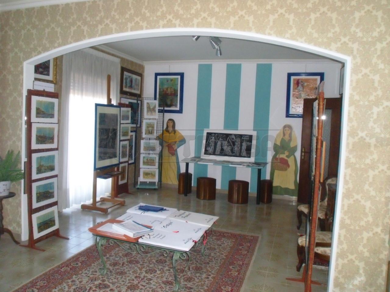 Appartamento in vendita a Siracusa, 5 locali, prezzo € 85.000 | Cambio Casa.it