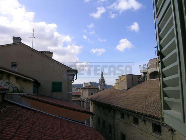 Diviso in ambienti/Locali in vendita a Ancona in Piazza Del Plebiscito
