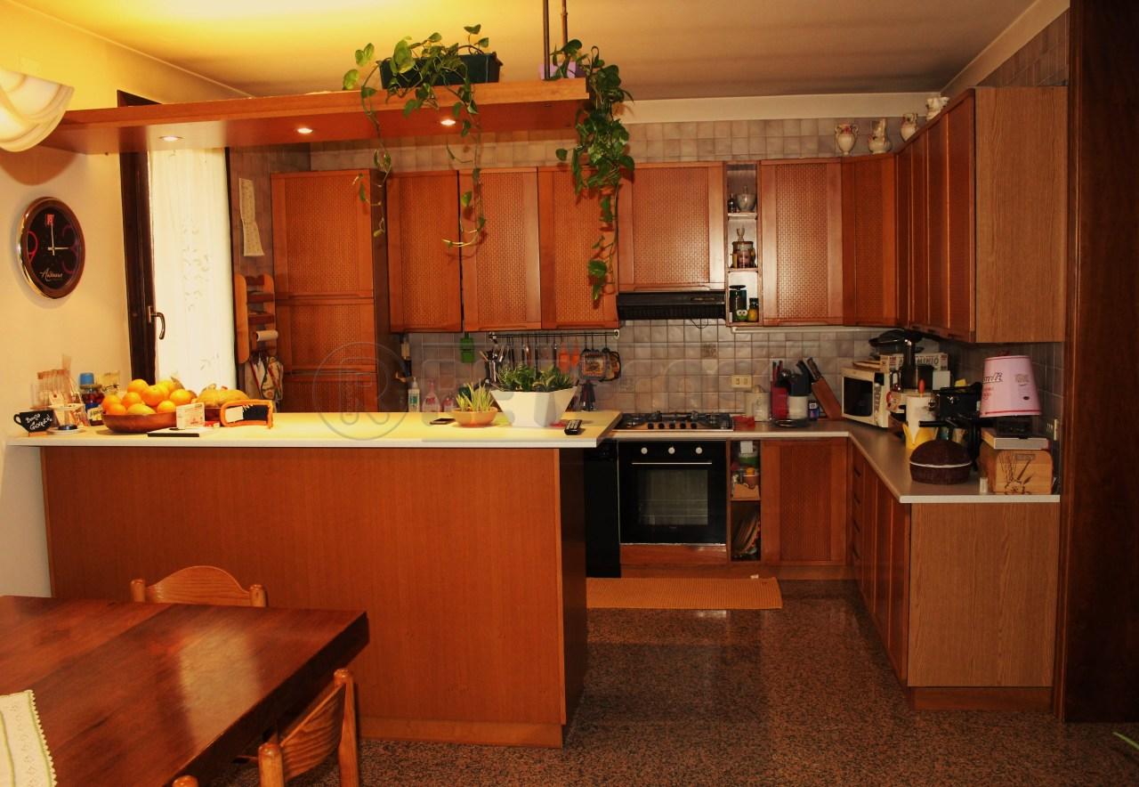 Villa in vendita a Vigonza, 10 locali, prezzo € 600.000   Cambio Casa.it