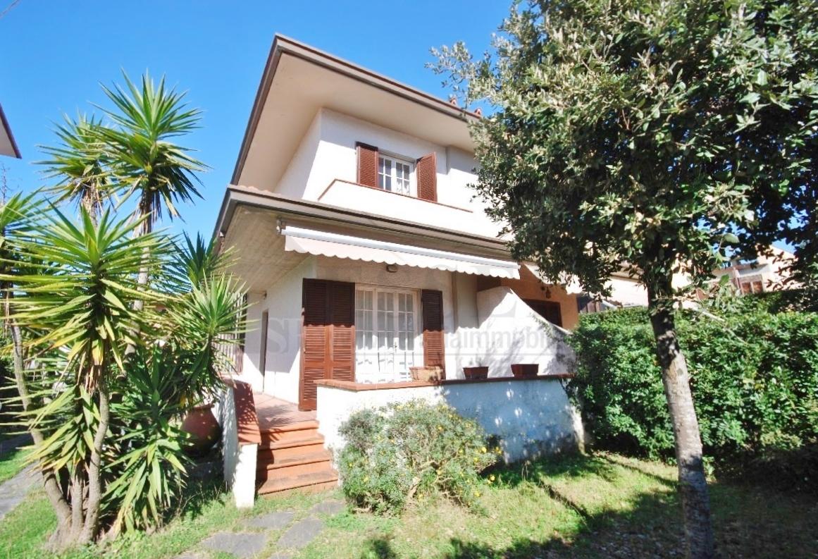 Soluzione Indipendente in vendita a Pietrasanta, 6 locali, prezzo € 590.000 | Cambio Casa.it
