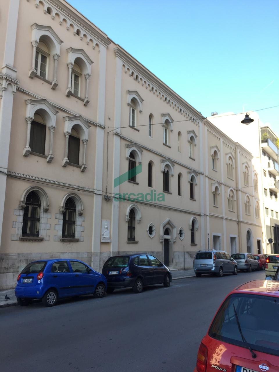 Ufficio / Studio in affitto a Bari, 7 locali, prezzo € 2.000 | CambioCasa.it