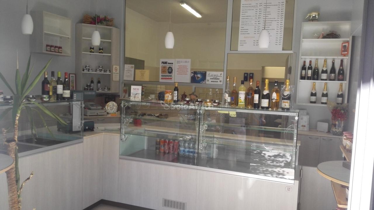 Negozio / Locale in affitto a Pescara, 3 locali, prezzo € 600 | Cambio Casa.it