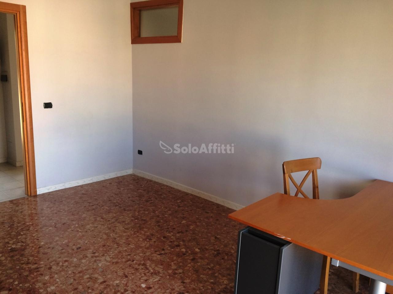 Bilocale Caserta Via Roma 7