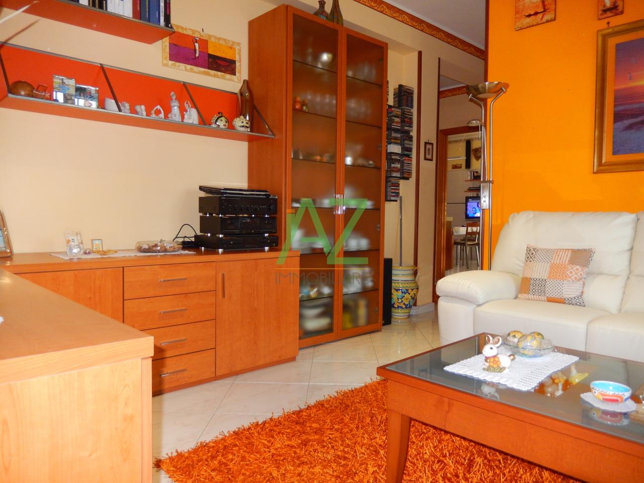 Appartamento in vendita a Aci Sant'Antonio, 4 locali, prezzo € 120.000 | Cambio Casa.it