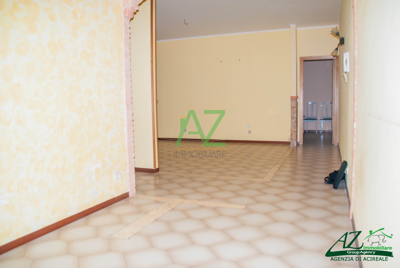 Appartamento in vendita a Aci Catena, 5 locali, prezzo € 113.000 | Cambio Casa.it