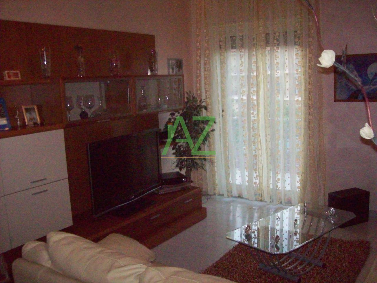 Appartamento in vendita a Motta Sant'Anastasia, 3 locali, prezzo € 115.000 | Cambio Casa.it