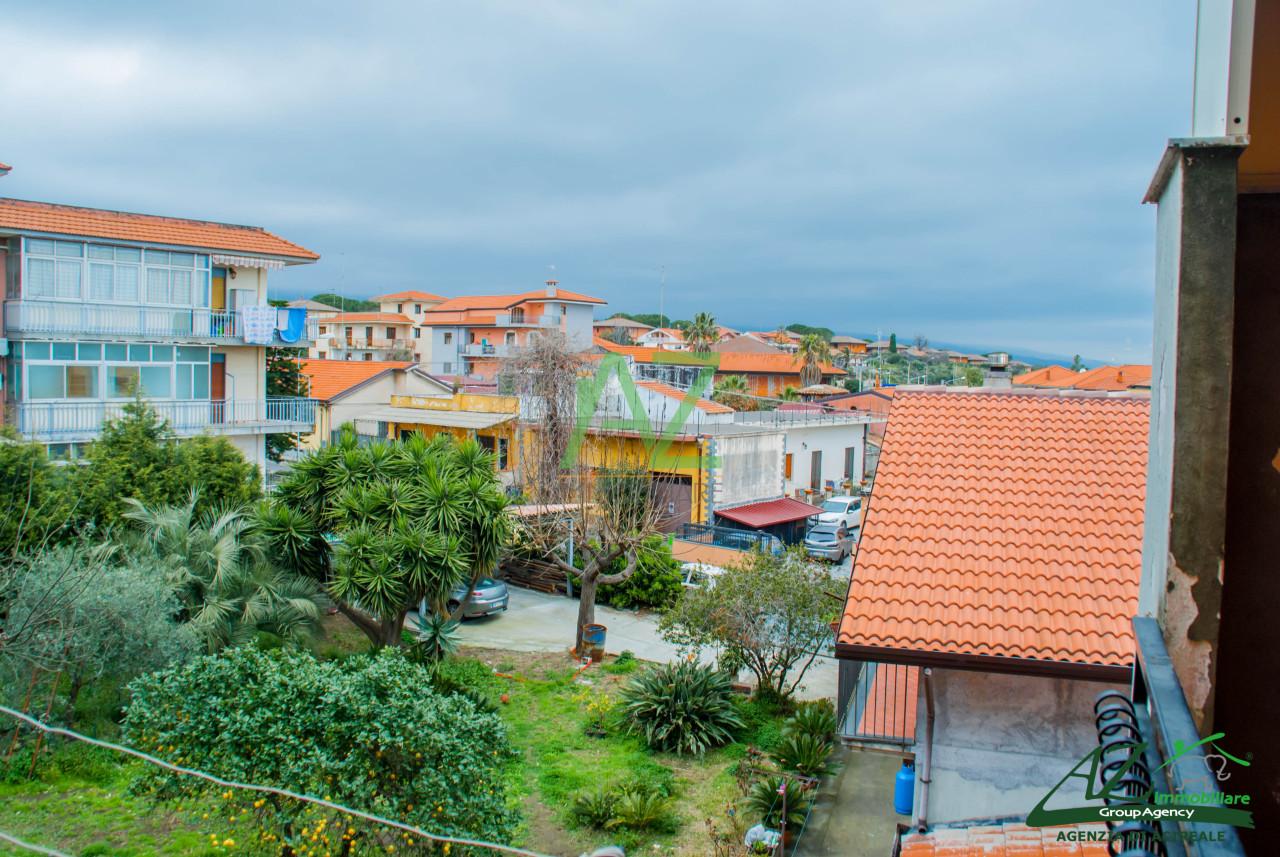 Appartamento in vendita a Aci Sant'Antonio, 4 locali, prezzo € 98.000 | Cambio Casa.it