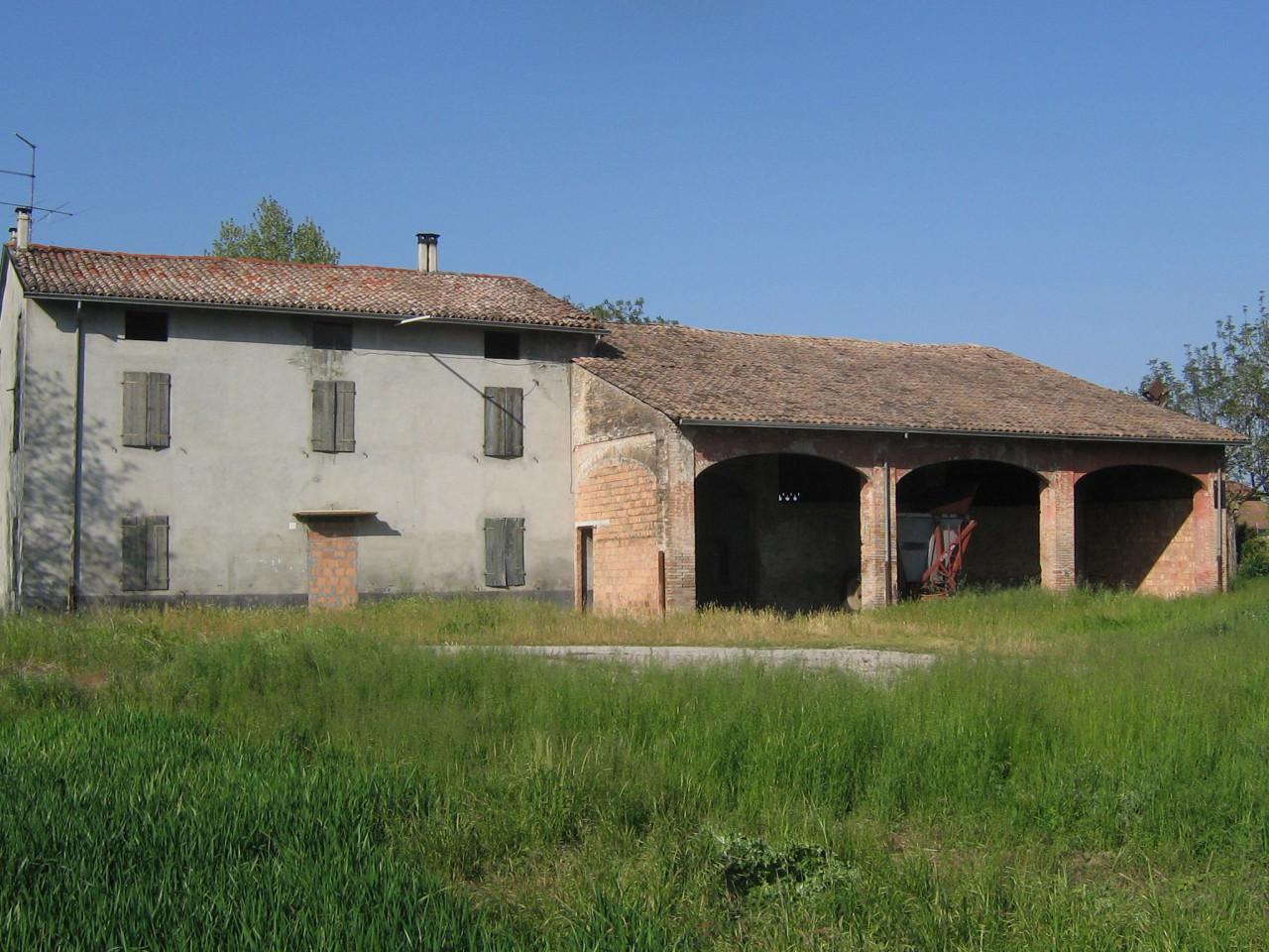Rustico / Casale in vendita a Noceto, 12 locali, prezzo € 155.000 | Cambio Casa.it